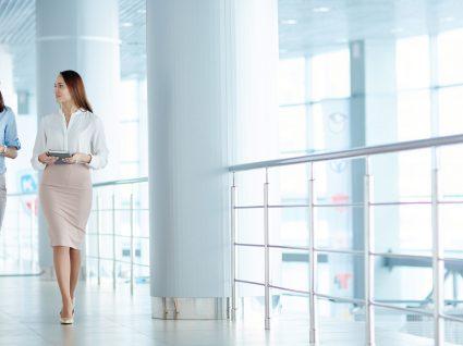 Roupa de trabalho para mulher: 9 peças chave