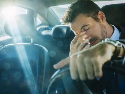 Conduzir de ressaca é perigoso: explicamos porquê