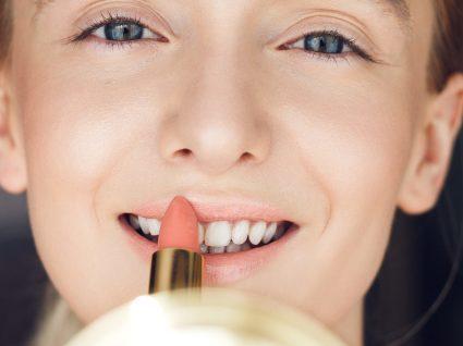 Descubra as melhores cores de batom para lábios finos