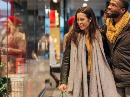 Como aproveitar a época de saldos para comprar boas peças para o seu guarda-roupa