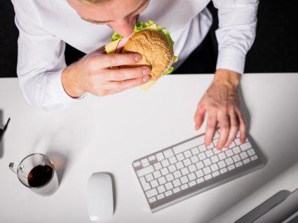 7 maus hábitos no trabalho que deve eliminar já