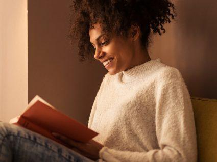 6 livros de auto-ajuda para ter na mesa de cabeceira