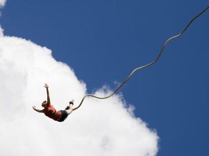 Já pensou em saltar de Bungee Jumping? Saiba tudo sobre essa experiência radical