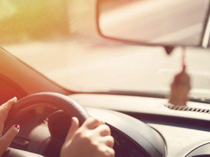 Saiba como deixar o carro a cheirar a novo