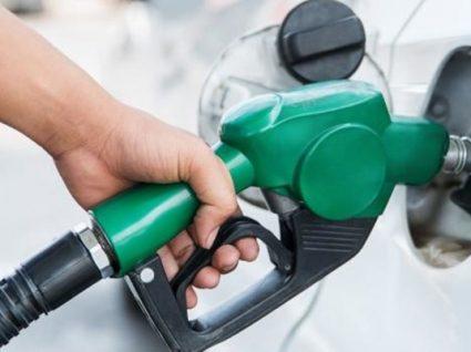 Aproveite para abastecer: gasolina desce na próxima semana