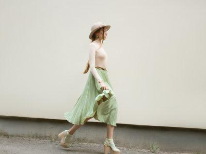 Como usar saias plissadas no inverno? Nós mostramos-lhe