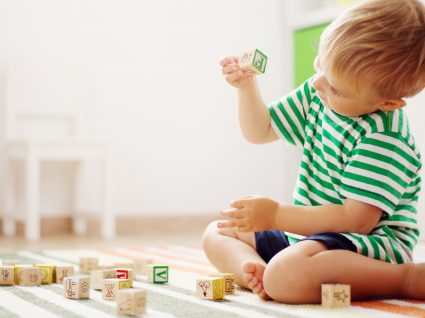 As 8 coisas mais sujas nas quais o seu filho toca todos os dias