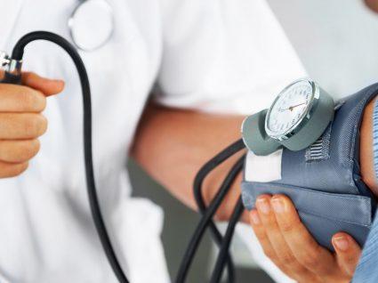 Professor Carlos Ramalhão: menos sal, tabaco e mais exercício para prevenir a hipertensão arterial