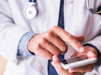 Hospitais e centros de saúde com consultas por telemóvel