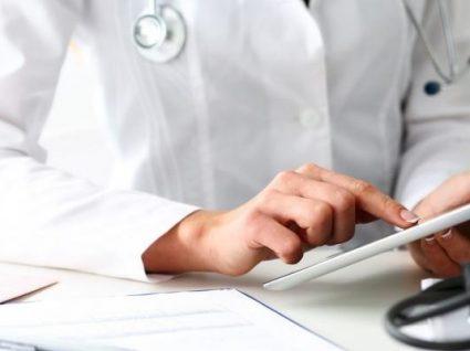 Irlanda procura médicos portugueses: salário ronda os 14 mil euros/mês