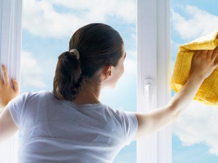 Como limpar vidros manchados e deixar tudo a brilhar