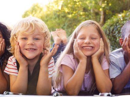 Descubra a tendência de moda sem género para crianças