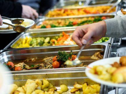 Alunos do ensino superior querem descida do preço das refeições nas cantinas