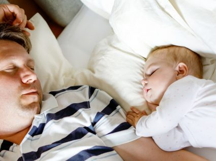 Licença parental obrigatória de 20 dias para os pais