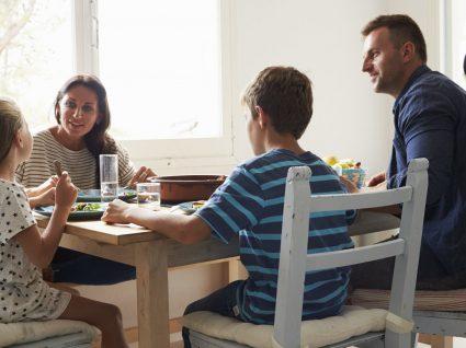 7 em cada 10 famílias vive com dificuldades financeiras
