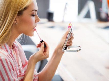 12 produtos de maquilhagem indispensáveis para quem tem mais de 30 anos