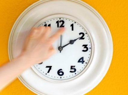 Está a chegar o horário de verão: domingo relógio adianta uma hora