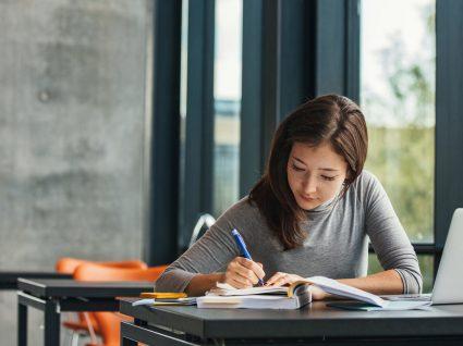 IRS das bolsas de estudo e investigação: declarar ou não declarar?
