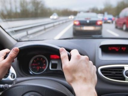 Esteja atento! GNR na estrada a fiscalizar se anda na faixa do meio