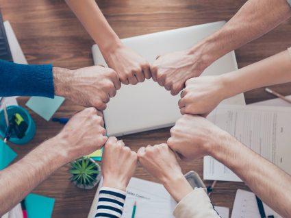 Vantagens e desvantagens de trabalhar em equipa