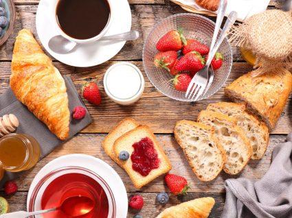 Que tal um pequeno-almoço à francesa com estes 7 indispensáveis?