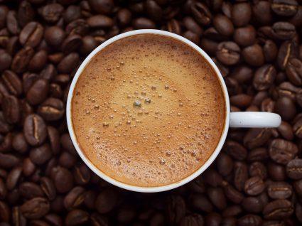 Excesso de café: que perigos estão associados?