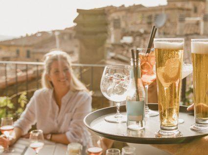 Conheça 10 profissões no turismo com emprego certo