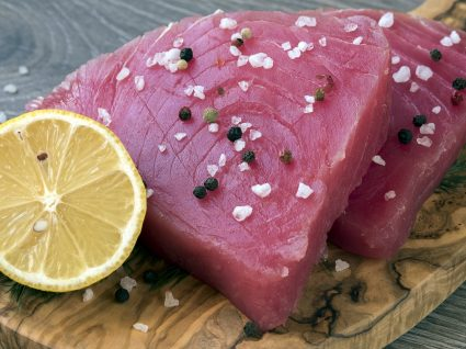 Receita deliciosa de bife de atum à lagareiro