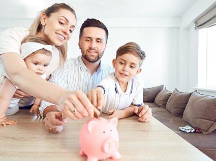 Como ensinar o valor do dinheiro aos filhos: um guia por idades