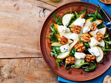 3 saladas com frutos secos que vai adorar