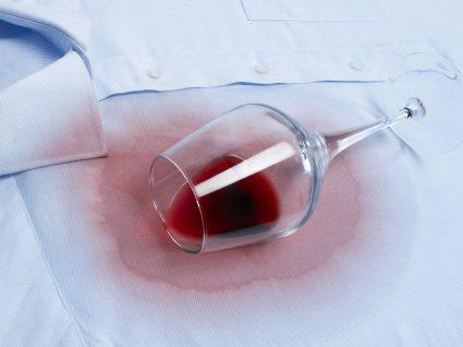 Saiba como tirar nódoas de vinho tinto sem dificuldade