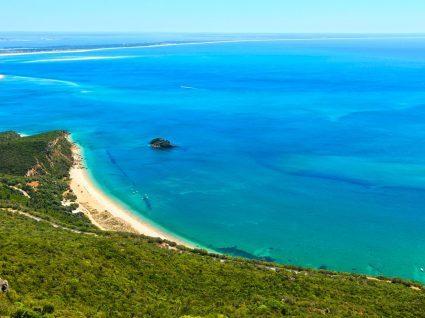 9 praias da Arrábida para umas férias de sol e Natureza