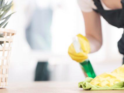 O calendário de limpeza doméstica que tanto procura