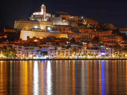 Ibiza: férias de verão na ilha que não dorme
