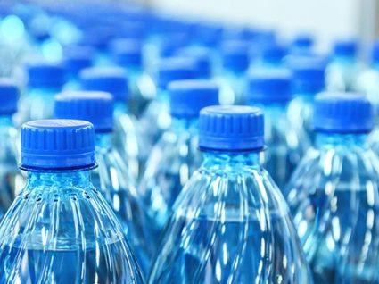 Quem devolver uma garrafa de plástico vai receber entre 2 e 5 cêntimos