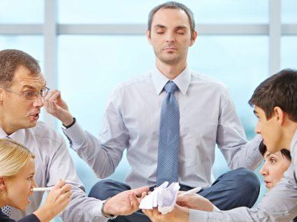 Palavrões, mau humor e exercício: liberte-se com o Yoga da Raiva