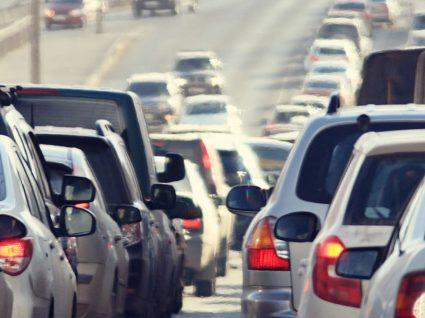50% dos portugueses demora 15 minutos de casa ao trabalho