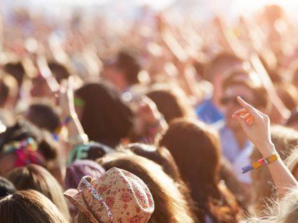 15 coisas que precisa de levar para um festival de verão