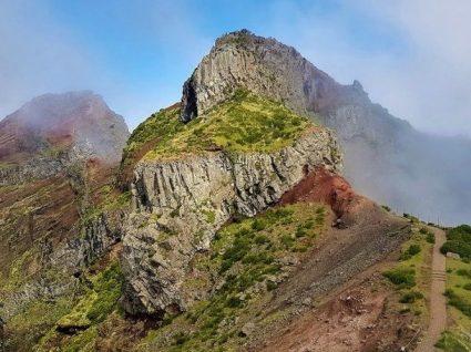 Caminho do Pico do Areeiro entre os trilhos curtos mais bonitos do mundo