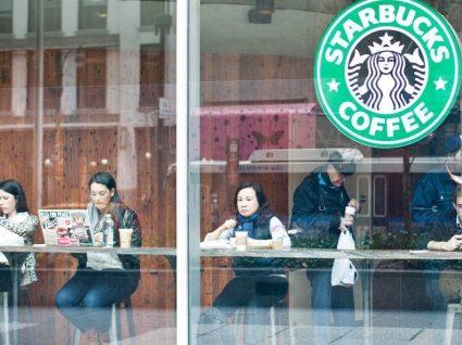 Este cliente conseguiu bebidas grátis no Starbucks durante um ano inteiro