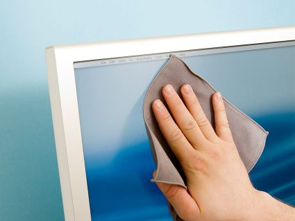 5 passos para limpar o ecrã dos equipamentos eletrónicos