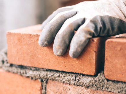 Lucios a contratar profissionais da construção civil