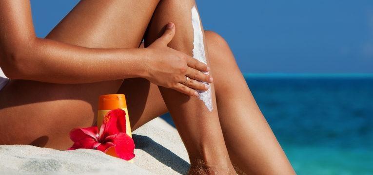 use protetor para se proteger da alergia ao sol