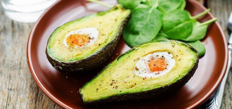 abacate com ovo