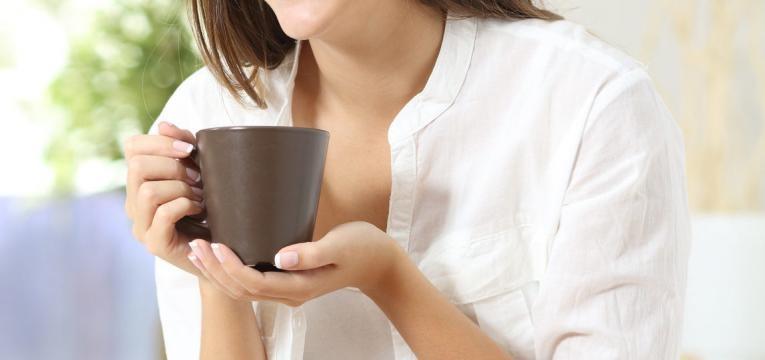 beber cha de manjericao