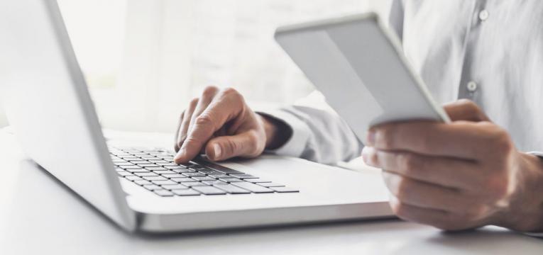 online ou on-line