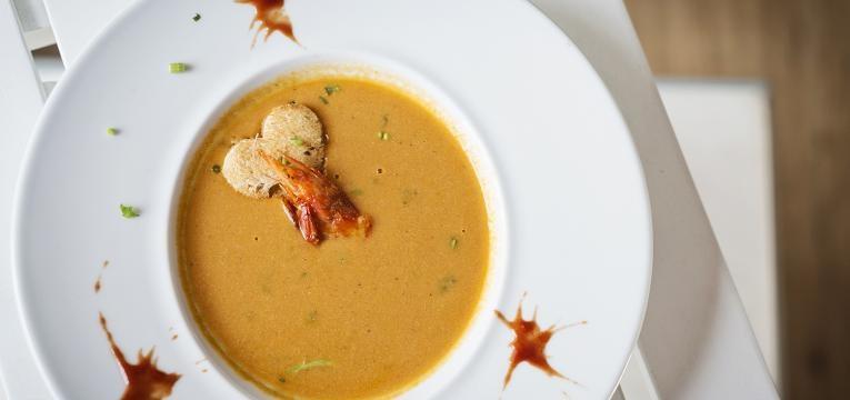 Sopa de peixe cremosa