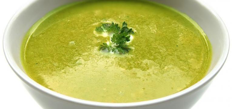 sopa de ervilhas e espinafres