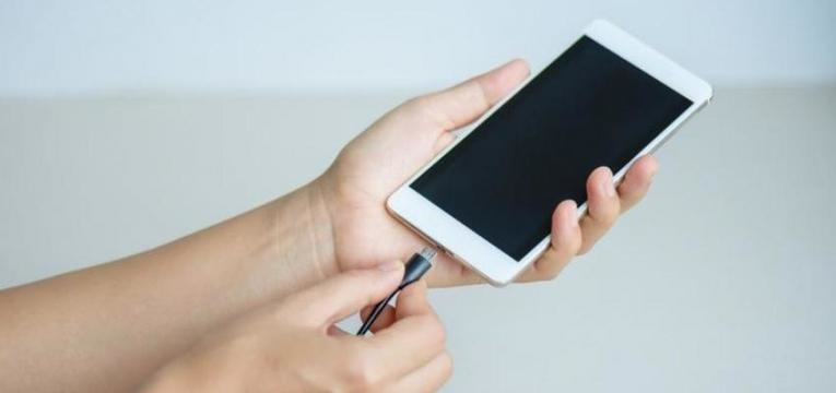 quanto custa carregar a bateria do telemóvel
