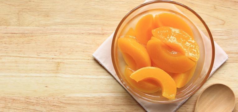 a fruta em calda é um dos alimentos pouco saudáveis
